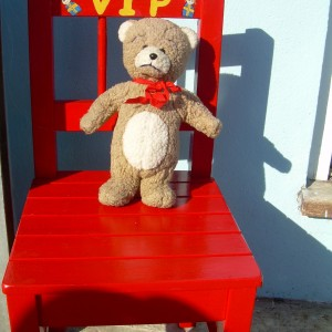 VIP – Chair for Kids in Pillarbox Red